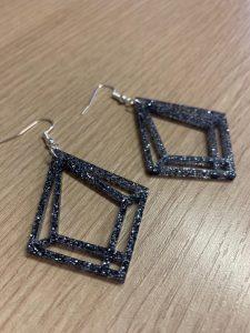 orecchini personalizzati in plexiglas